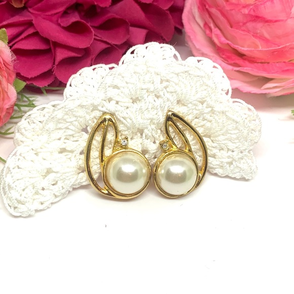 Vintage 1950-1960 Mid Century Gold Tone Jade Cluster Balls Brooch and Earrings